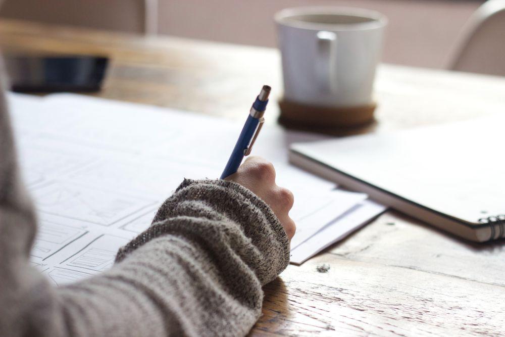 被保険者証や高齢受給者証の再交付申請書について従業員等の署名・押印が省略可能に