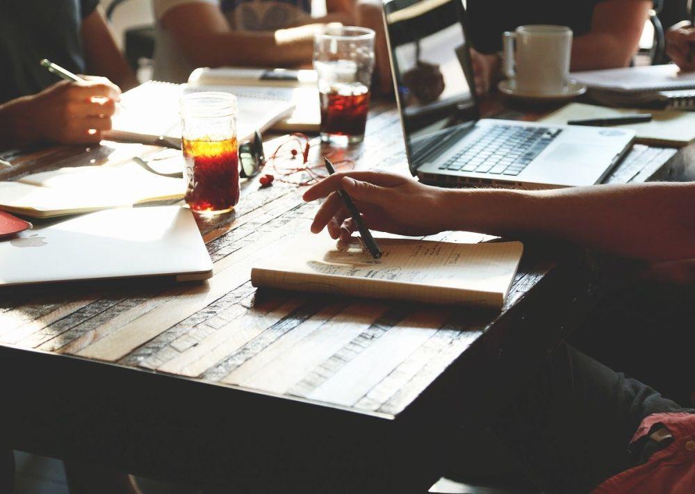 管理監督者の定義はどのように定められているのですか?