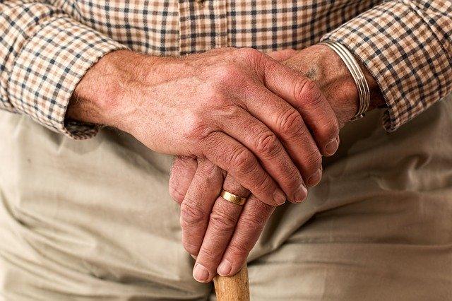 高齢者の職場環境改善のためのおススメの補助金制度ができました