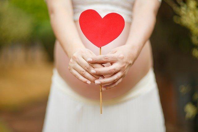 Q 第1子の育児休業期間中に第2子を妊娠した場合、産前産後休業と育児休業のどちらが優先されるでしょうか?