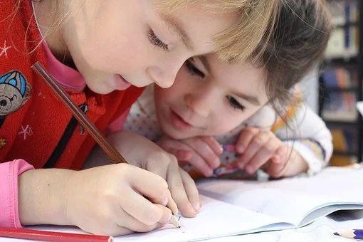 新型コロナでの小学校休業等に伴い特別有給休暇を取得させた場合に最大50万円の助成金